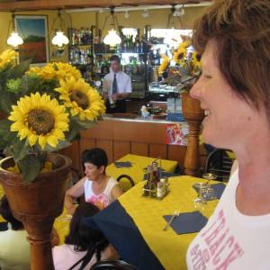 Chant-dans-un-Restaurant-de-San-Marino-03-800x600