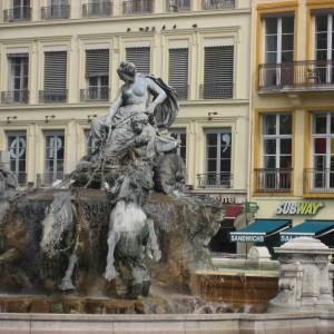 Lyon-facade-peinte-le-14.05.10-6-800x600